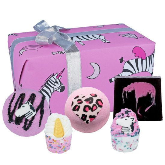 5037028272046 Bomb Cosmetics Zebra Crossing Gift Set